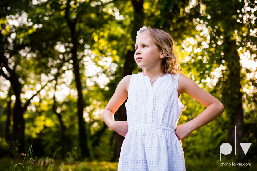sisters girls children siblings mansfield texas park oliver nature spring mini session Sarah Whittaker Photo La Vie-4.JPG