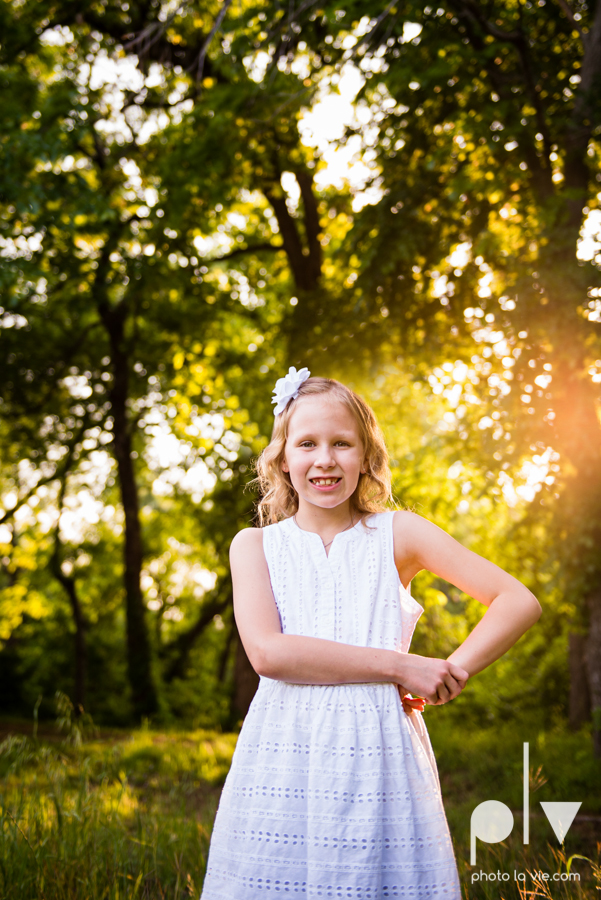 sisters girls children siblings mansfield texas park oliver nature spring mini session Sarah Whittaker Photo La Vie-3.JPG