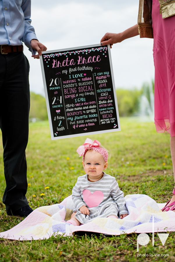 family mini session mansfield texas park outdoors one year 1 yr baby girl daughter pink chalkboard sign banner bunting Sarah whittaker Photo La Vie-1.JPG