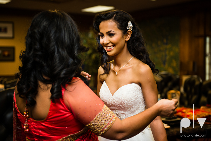 Debbie Trevor wedding ruthe jackson center dfw texas multicultural indian india traditional christian lights Sarah Whittaker Photo La Vie-14.JPG