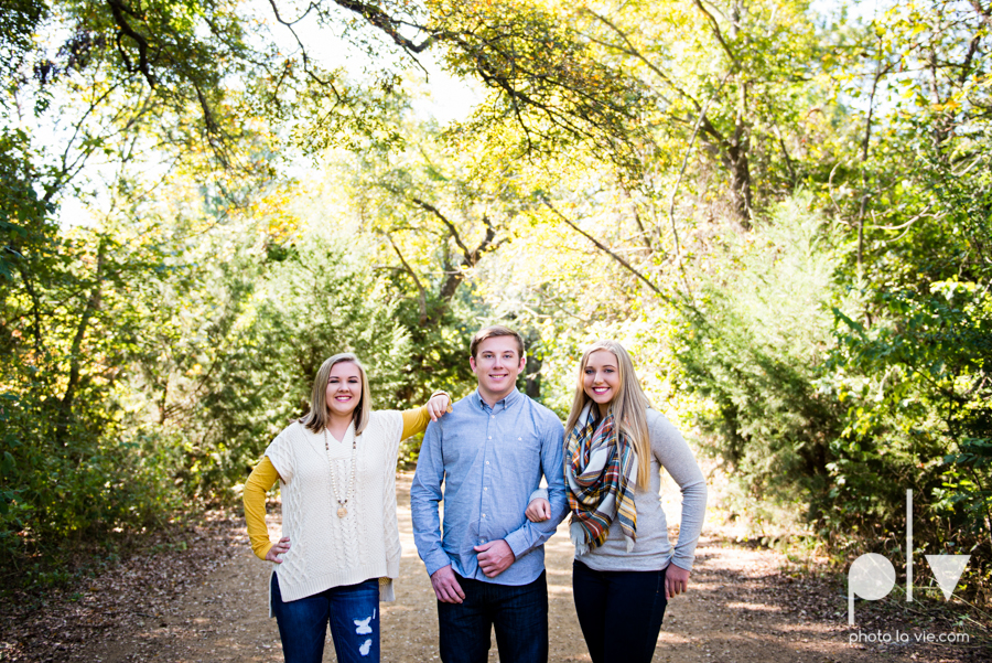 Turner family mini session mansfield texas oliver nature park fall winter christmas photos photographer children sibilings boy girl yellow blue Sarah Whittaker Photo La Vie-3.JPG