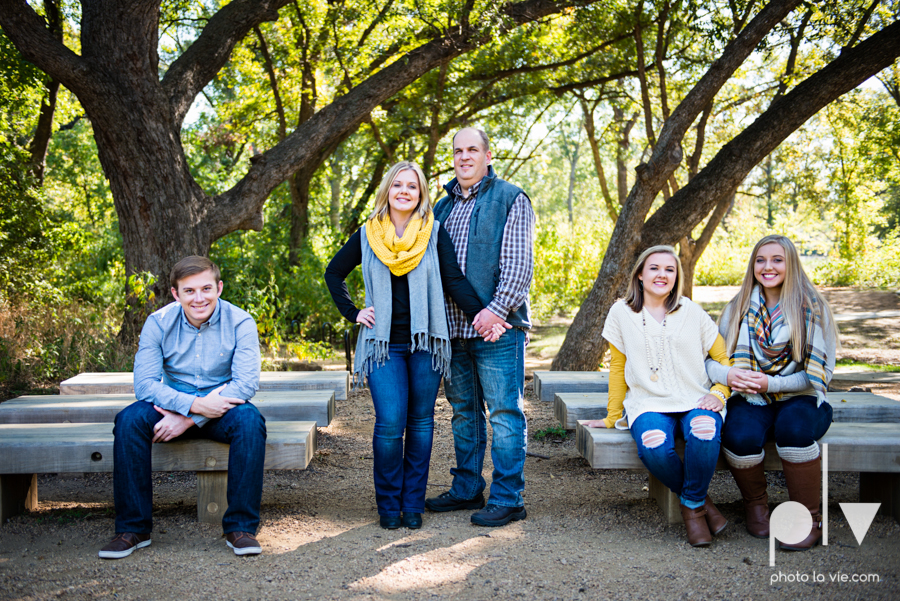 Turner family mini session mansfield texas oliver nature park fall winter christmas photos photographer children sibilings boy girl yellow blue Sarah Whittaker Photo La Vie-6.JPG