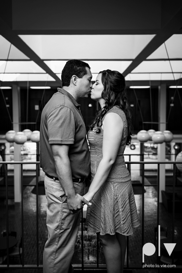 DFW engagement session Dallas hunt hill bridge pedestrian bridge University of Dallas couple DU summer Photo La Vie-2.JPG
