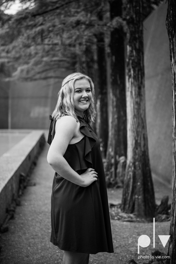 Senior session downtown fort worth water gardens DFW texas flute band urban skyrise sundance square philip johnson fall autumn Sarah Whittaker Photo La Vie-15.JPG