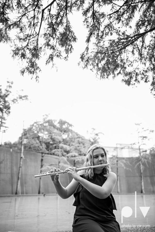 Senior session downtown fort worth water gardens DFW texas flute band urban skyrise sundance square philip johnson fall autumn Sarah Whittaker Photo La Vie-14.JPG
