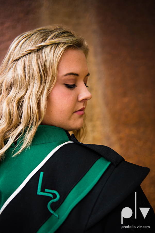 Senior session downtown fort worth water gardens DFW texas flute band urban skyrise sundance square philip johnson fall autumn Sarah Whittaker Photo La Vie-18.JPG