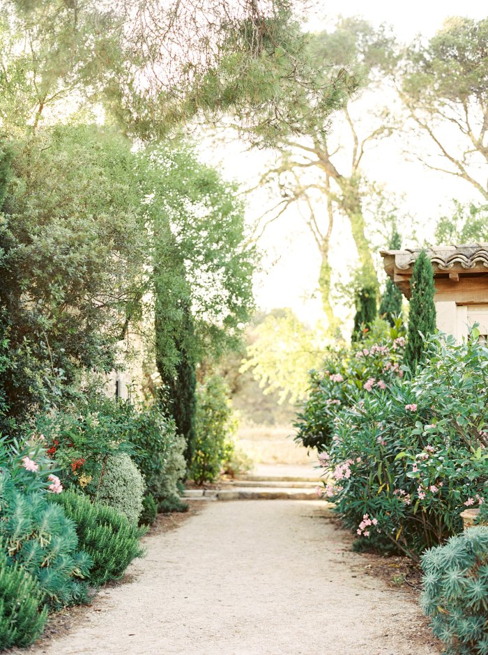 mas-de-la-rose-provence-france-destination-film-wedding-photographer-4540_04.jpg