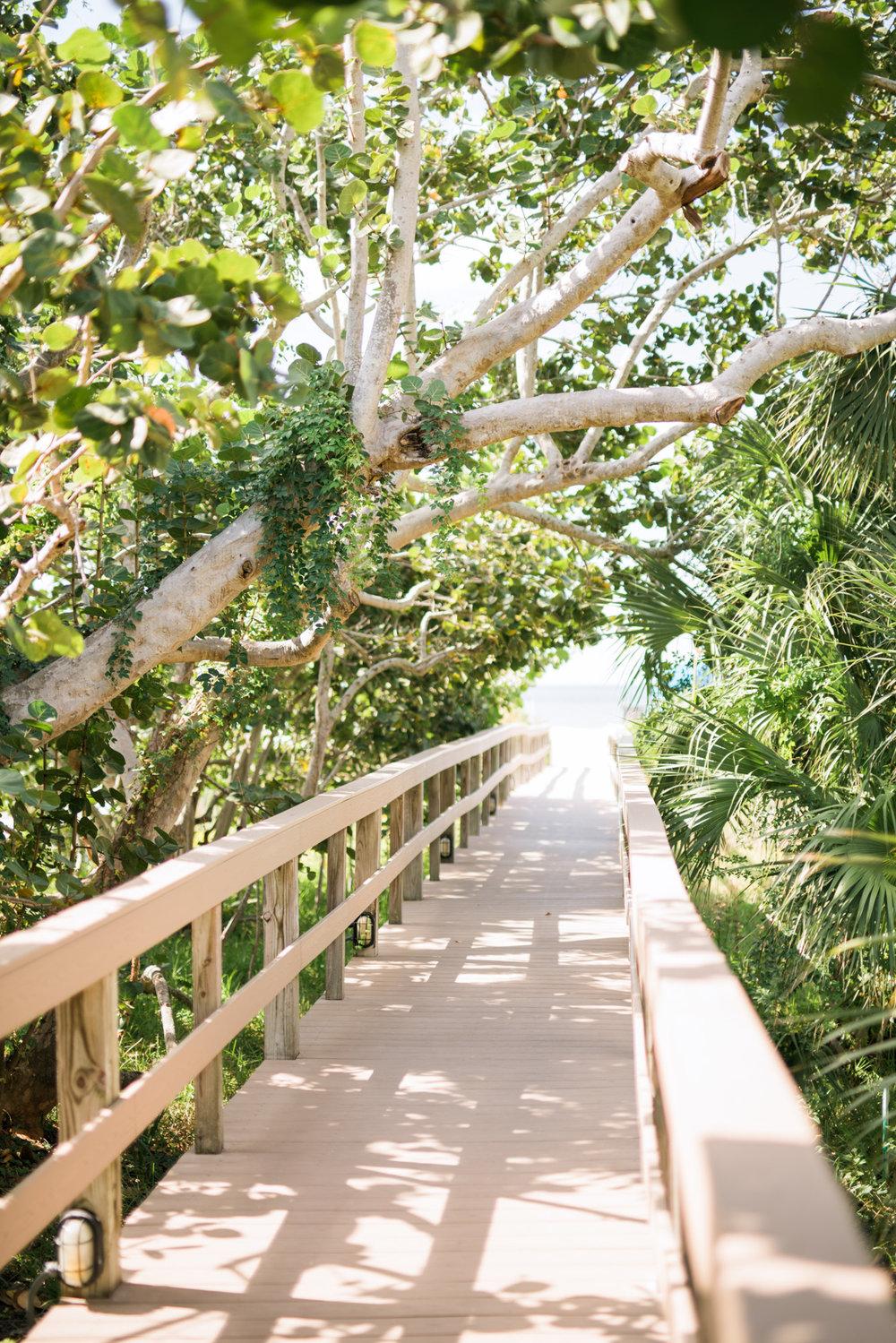 marco-beach-ocean-resort-naples-florida-wedding-photographer-hunter-ryan-photo-04487.jpg
