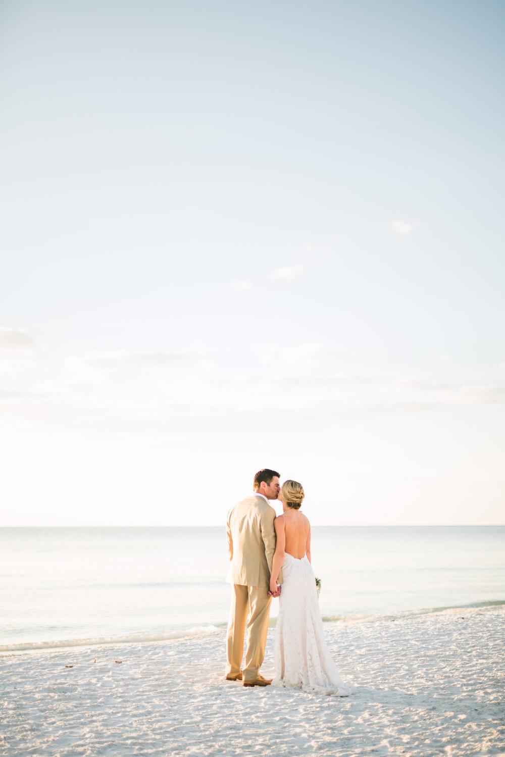 marco-beach-ocean-resort-naples-florida-wedding-photographer-hunter-ryan-photo-05924.jpg