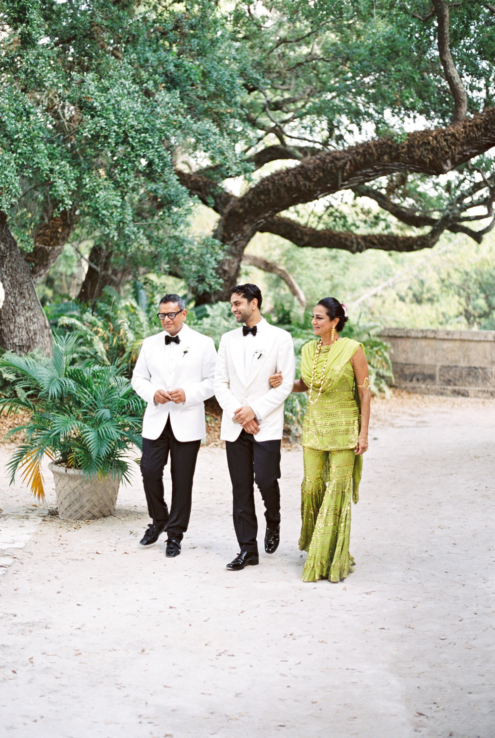 vizcaya-miami-destination-film-wedding-photographer-4443_15.jpg