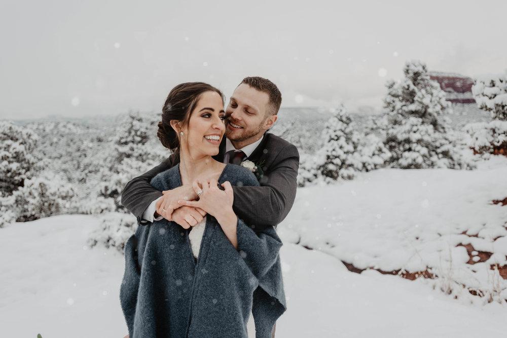 Arizona Adventre Elopement Photographer - Hikiing elopement photographer - snowy elopement - winter elopement