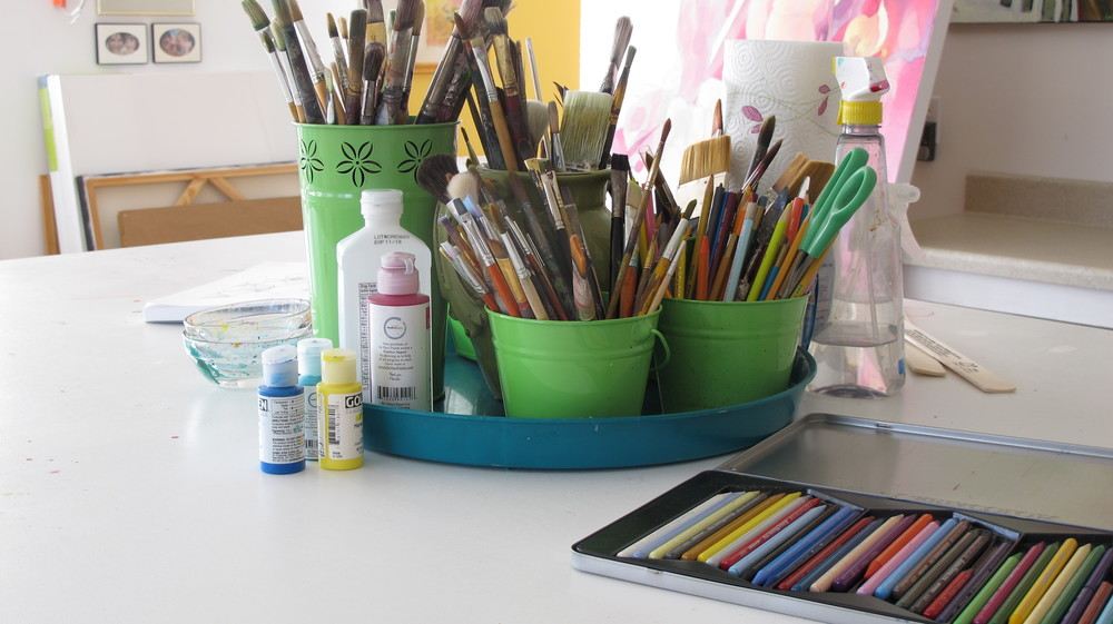 I like to keep my table work station compact.  I want to be able to clear the top to lay a large painting on it.