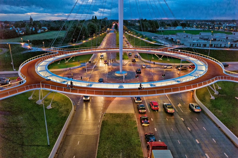 HOVENRING, THE SUSPENDED BICYCLE ROUNDABOUT (photo essay)