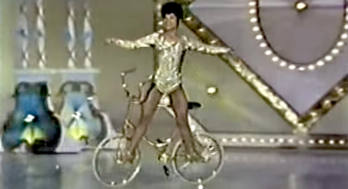 LILLY YOKOI - THE BALLERINA ON THE GOLDEN BICYCLE (video)