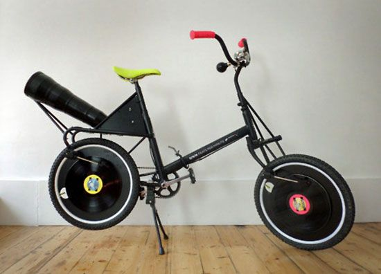 BICYCLE THAT PLAYS RECORDS (photos)