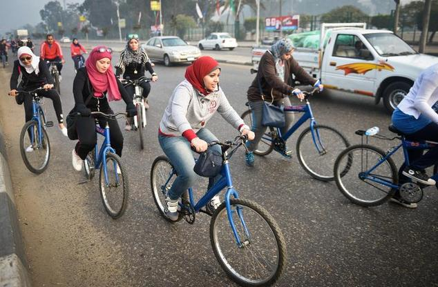 EGYPTIAN FEMALE CYCLISTS (article)