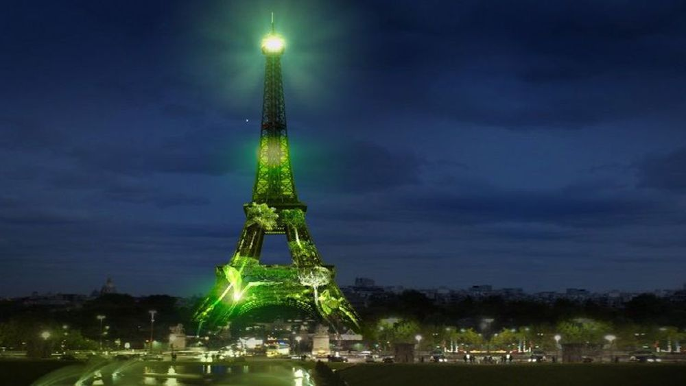 DIGITAL TREES ON THE EIFFEL TOWER (photo essay)
