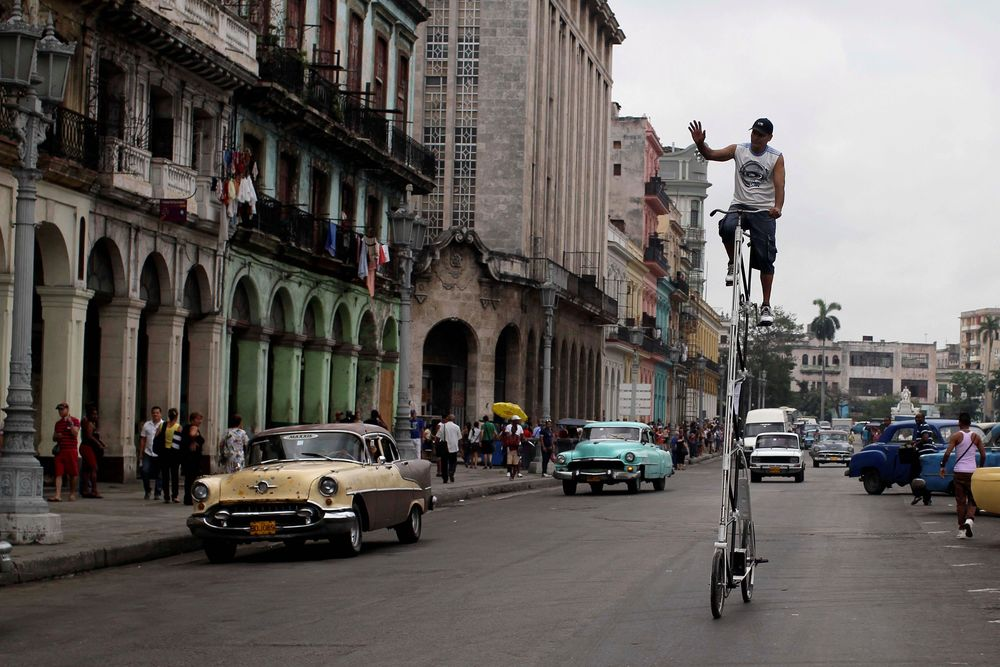 TALL BIKING IN HAVANA (article)