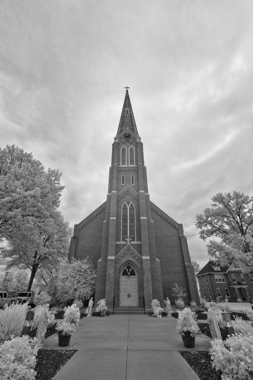 bw-infrared-st-cecilia-catholic-church-bartelso