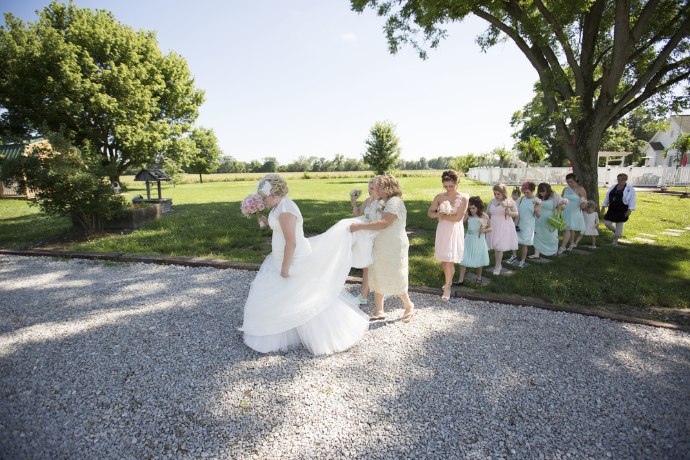 bride-walking-to-ceremony