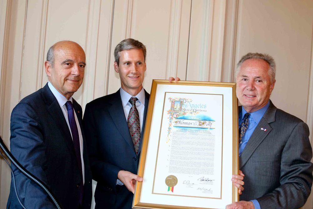 Mayor of Bordeaux Alain Juppé, and Councilmember Tom LaBonge present  U.S Consul General, Thomas Wolf with a proclamation from the City of LA.