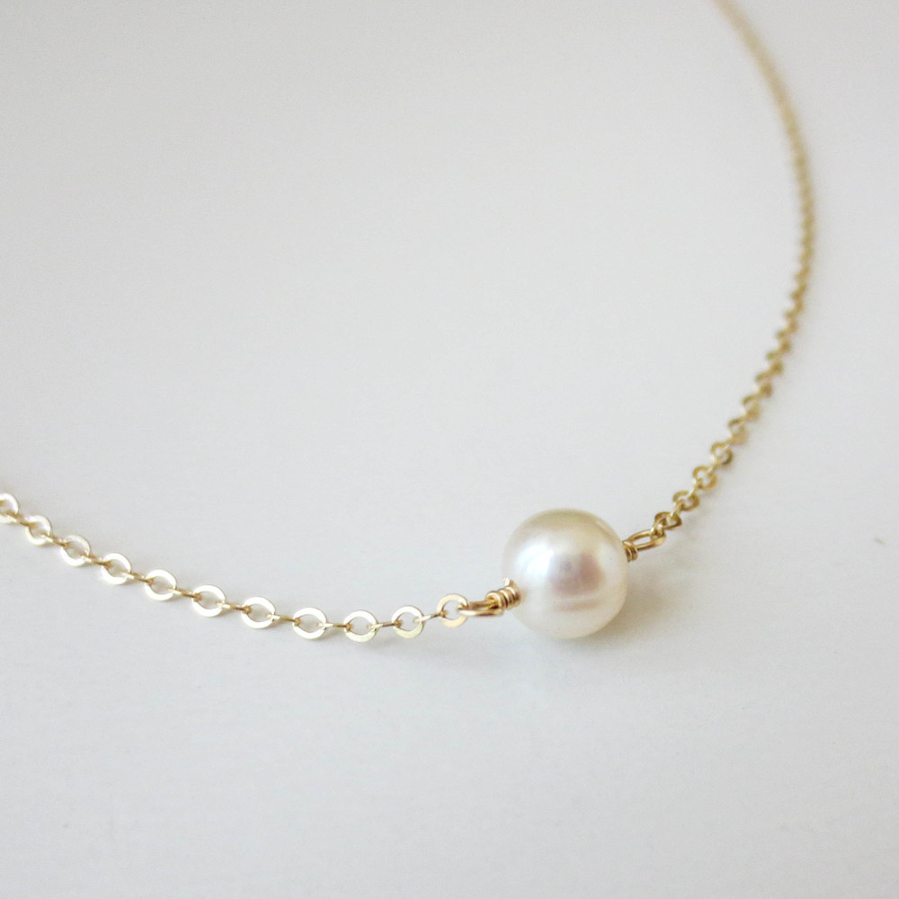 White Tiny Pearl Necklace