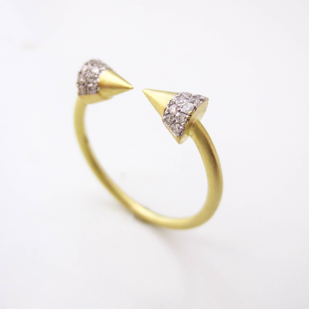 Pave Points Diamond Ring