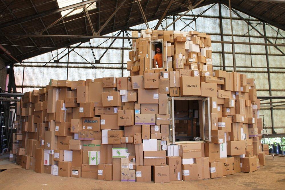 Het Kartonnen huis - Het Kartonnen huis is een kunstobject dat als huis fungeert. Meer informatie.