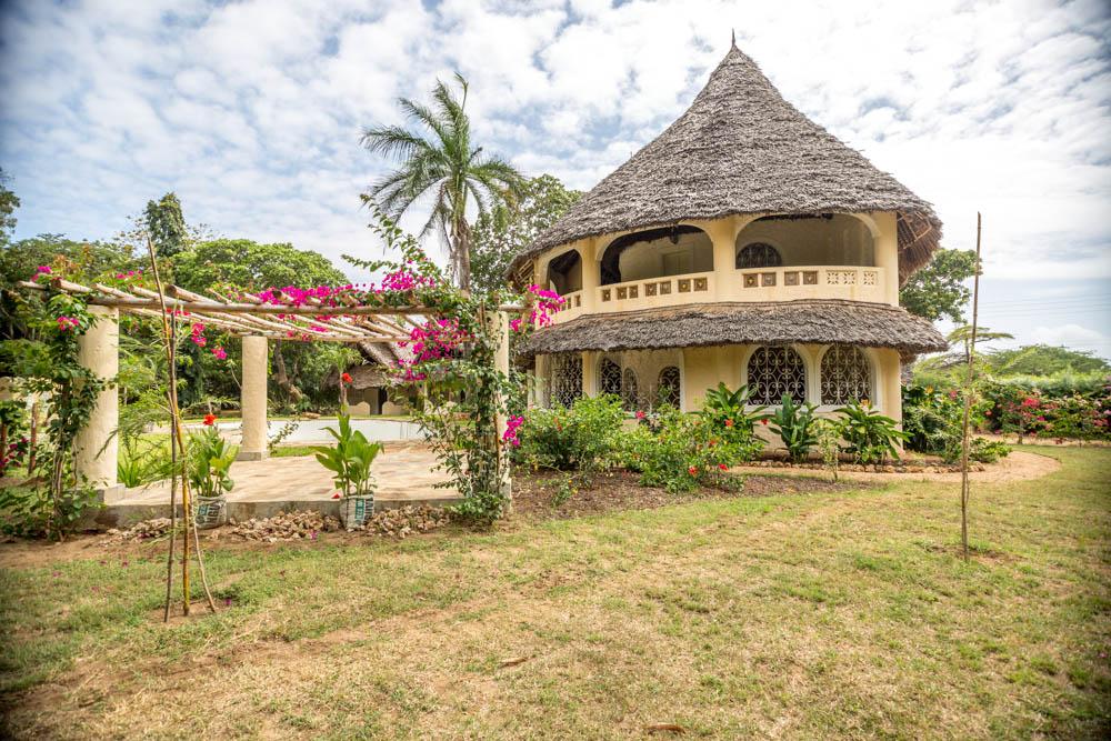 PK Villa - Malindi North - Near Golf Club & Beach - 1.25 Acre - 6 Bedrooms - Asking 50M