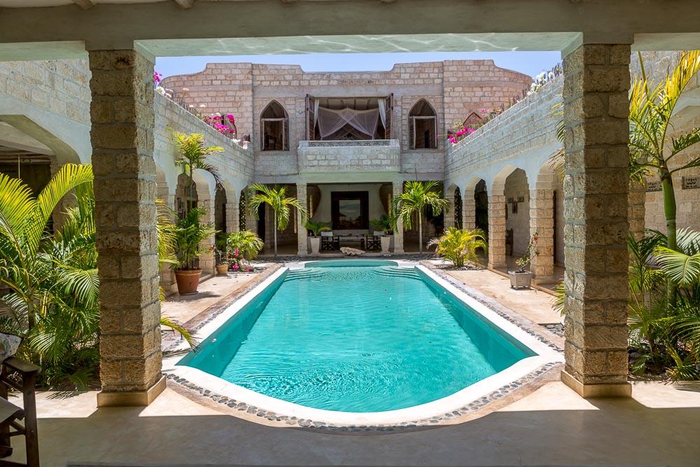 Coco Loco - Malindi North - Beach Front - 2 Acre Garden - 4 Bedrooms en-suite - Price on Application