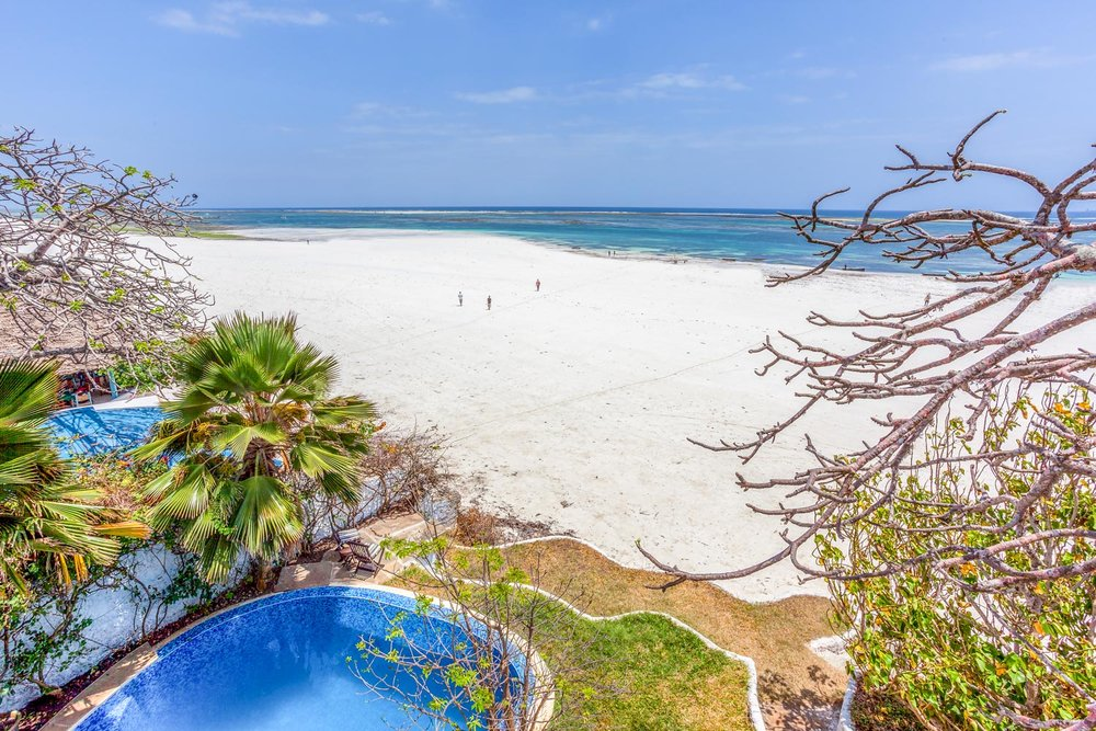 Tequila Sunrise Beach Cabana - Sleeps 4 (or 2 adults and up to 4 kids)Kes . 20,000 per day