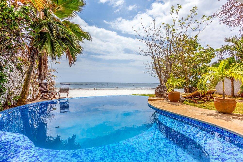 Tequila Sunrise Poolside Cabana - Diani (galu) beachSleeps 4 paxkes 22,500 per day