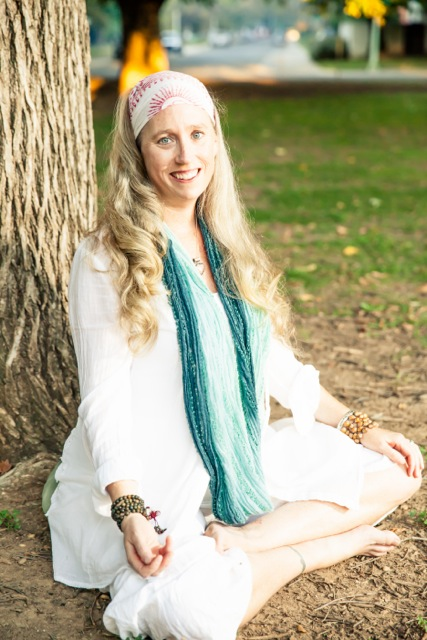 - Clear Your Mind, Feel Your Heart Beat, and Chant Away the Negativity. Join Master Kundalini Yoga Teacher, Sukhbir Kaur for this 90 minute Kundalini Yoga class. Tap into the energy and the spirit with each