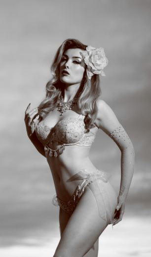 beautiful-burlesque-retro-1127210514.jpg