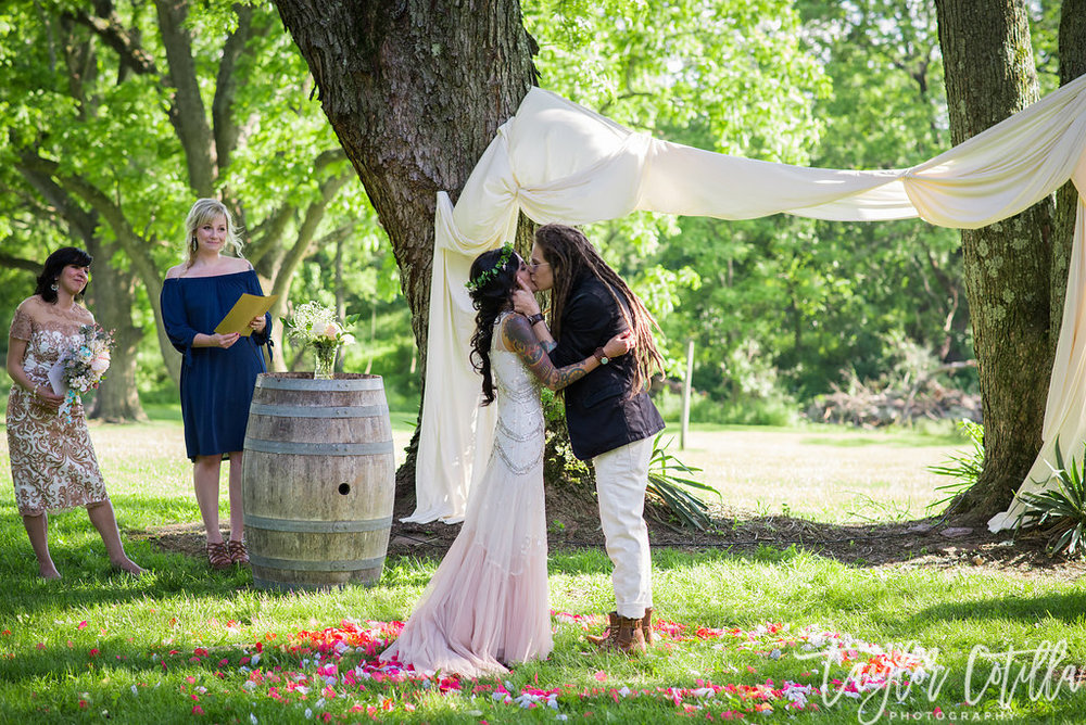 wedding-love-vineyard-unionville-ringoes-nj