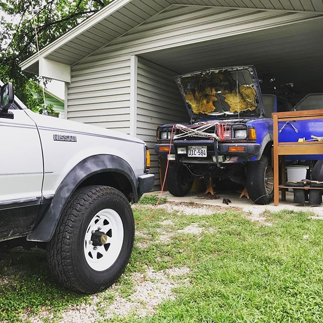 Ain't no party like a 720 party... picked up some new (old) rodeo seats for the #Nissan720 #4x4 #datsun #datsunpickup #minitruck #backtothefuture #brushguardenvy