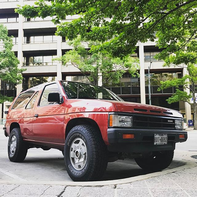 Insanely clean 1st gen #nissan #pathfinder spotted in #atx. #wd21 #4x4 #fairladyzx . . Fun fact, in #1987 the first gen Terrano (the Japanese market version) was entered in the 9th #parisdakar rally.