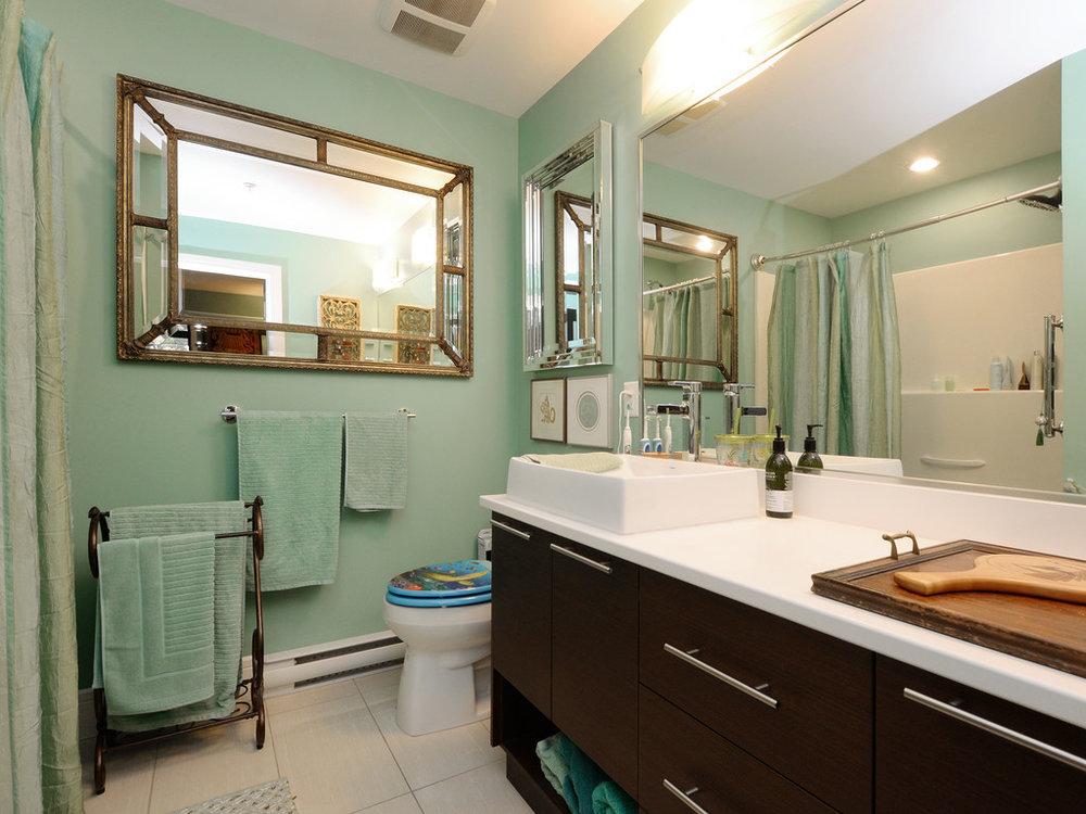 washroom Aldwynd.jpg