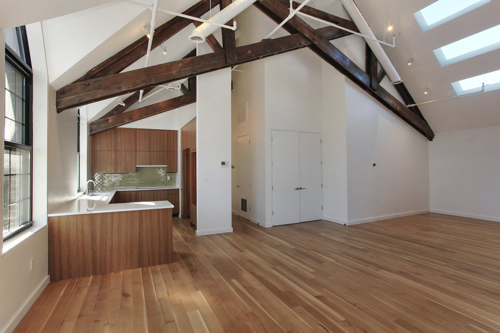 541Leonard-2-ceiling beams.jpg