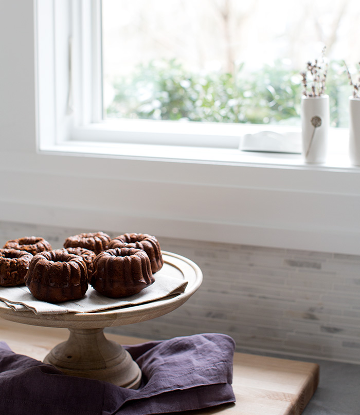 flourless chocolate + banana + walnut bundtlettes (or muffins) | what's cooking good looking