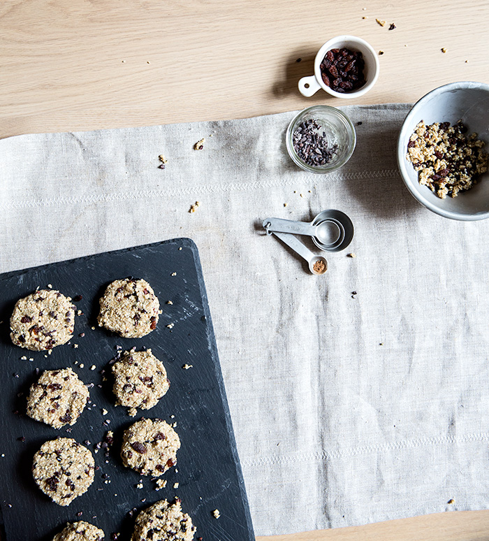 raw oatmeal + rasin + cacao cookies | what's cooking good looking