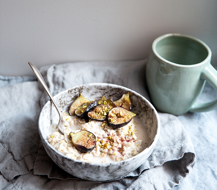 horchata oats with pistachios + roasted figs