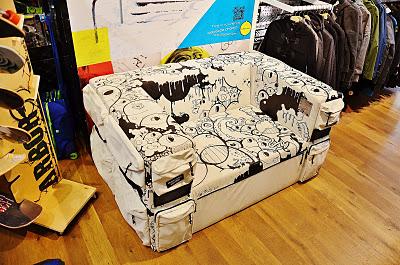 eastpak-sofa3.jpg
