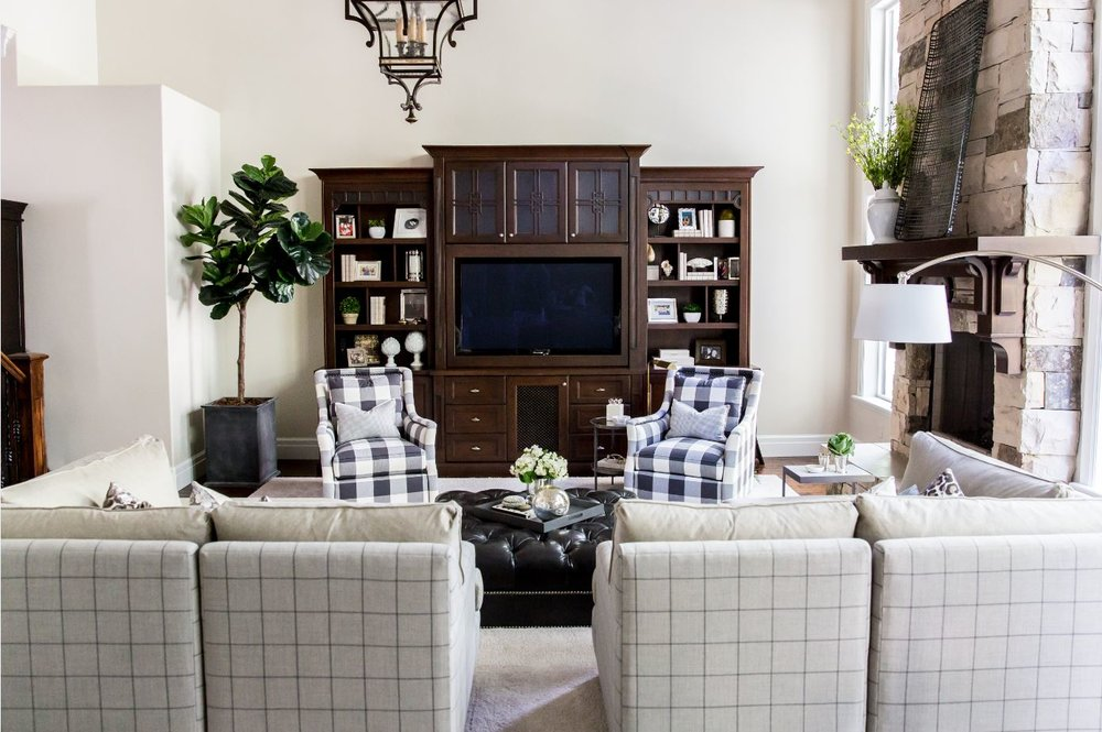 This big family room on the main floor is so inviting. The custom furniture turned out gorgeous and the entire flow of the room just feels right. And, we love it when we can add a fiddle leaf fig tree to any space!