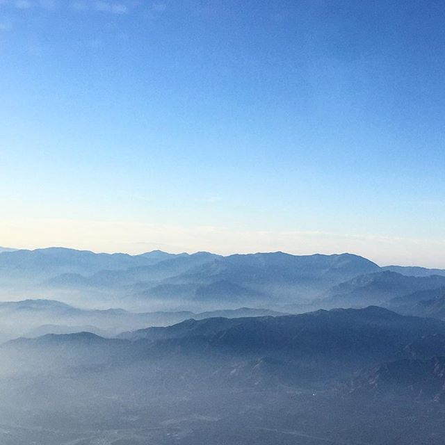 Still holding on to the last snippets of a very restful trip to the West Coast. 🌙Flew in last night and was back at my computer making press deadlines till the weee hours of the morning. #backtowork • • • #windowseat #travel #planeview #relaxationmode #scenic #ivyandink #mountains #sky #horizon #flight #skyscape #nature #view #atmosphere #crosscountry