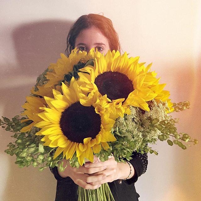 🌻 Esos ojos se llenan de flores. @premiumflorist