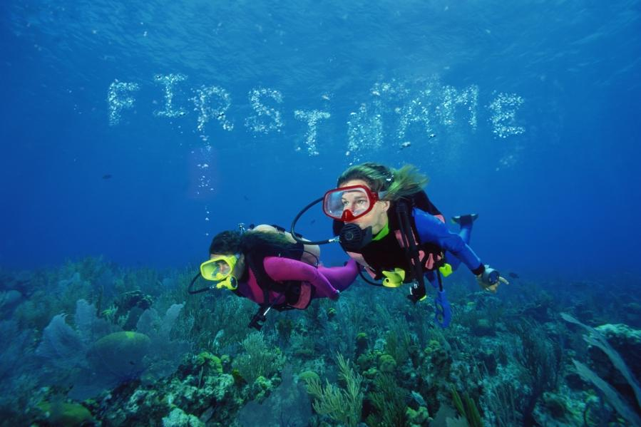 Aug - Divers