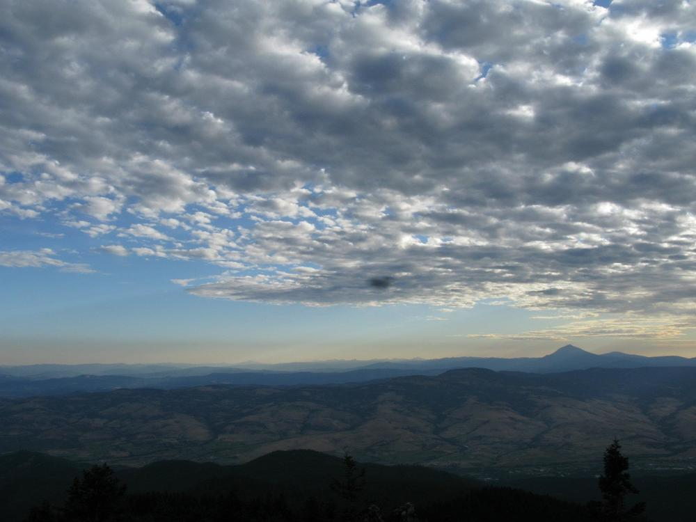 From Wagner Butte, can see Mt. Mclaughlin on the r..._6323221801493083332.jpg