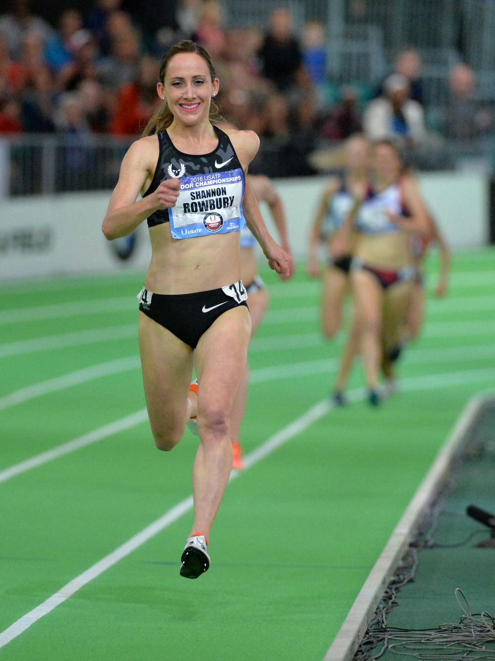 Shannon Rowbury wins the women's 3000m (Image of Sport)