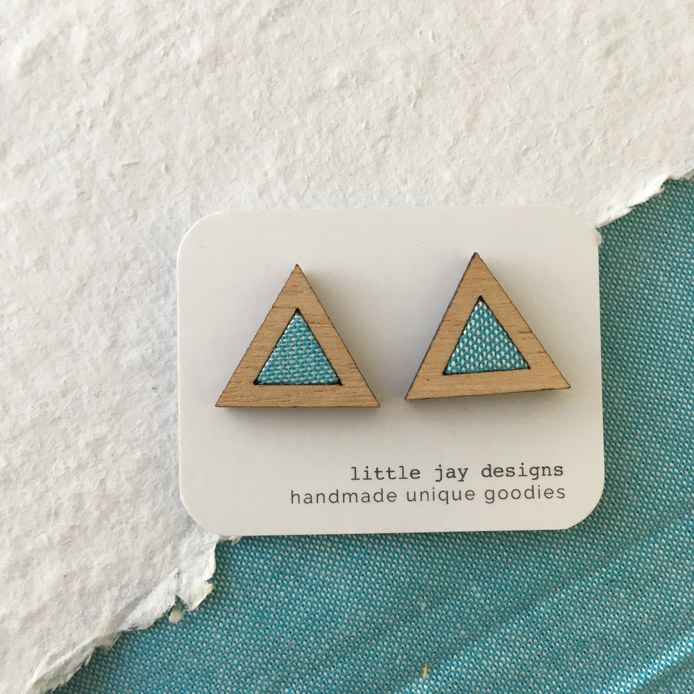 Turquoise/White - Medium Triangle